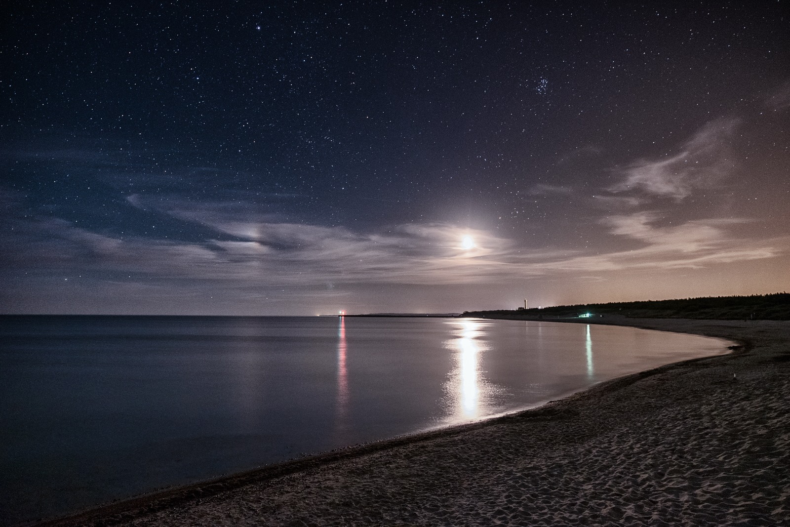 Moonrise on the beach in Ustka, PL Fuji XPro-2, XF 17-55, 15s, f2.8, ISO 1600
