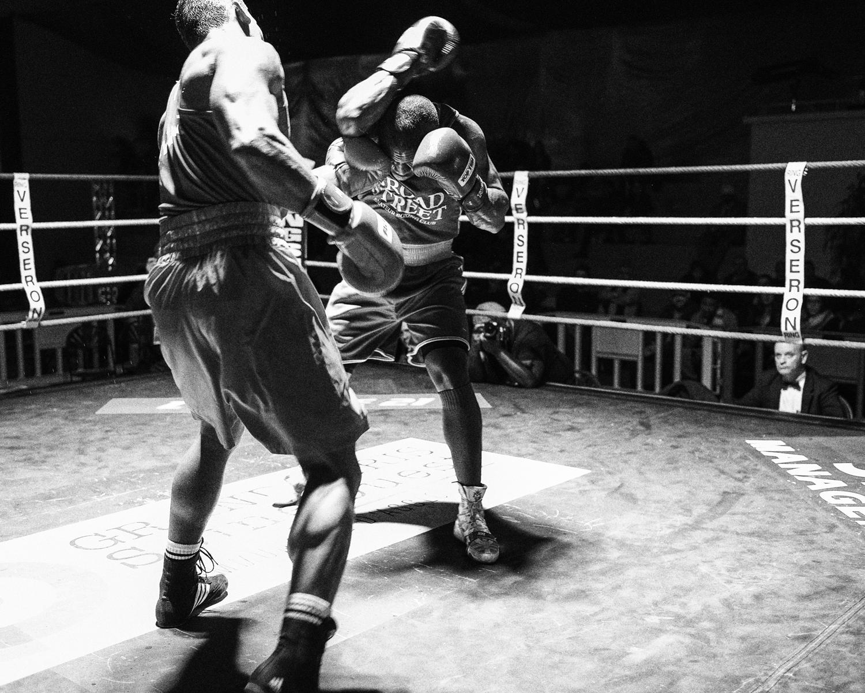 Championat de Boxe 1/2Finale, J.L.Mosquea - S.Lele, 81 kg, Aulnay-sous-Bois, France