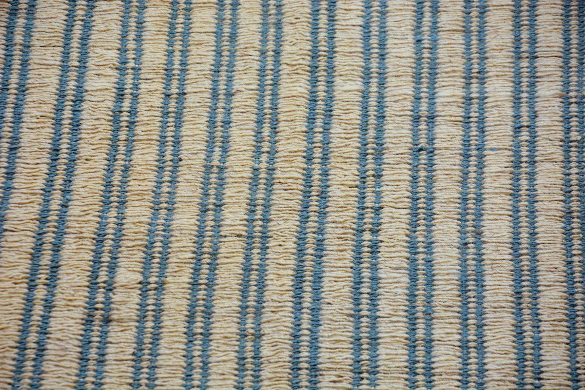 gray-bedroom-rug