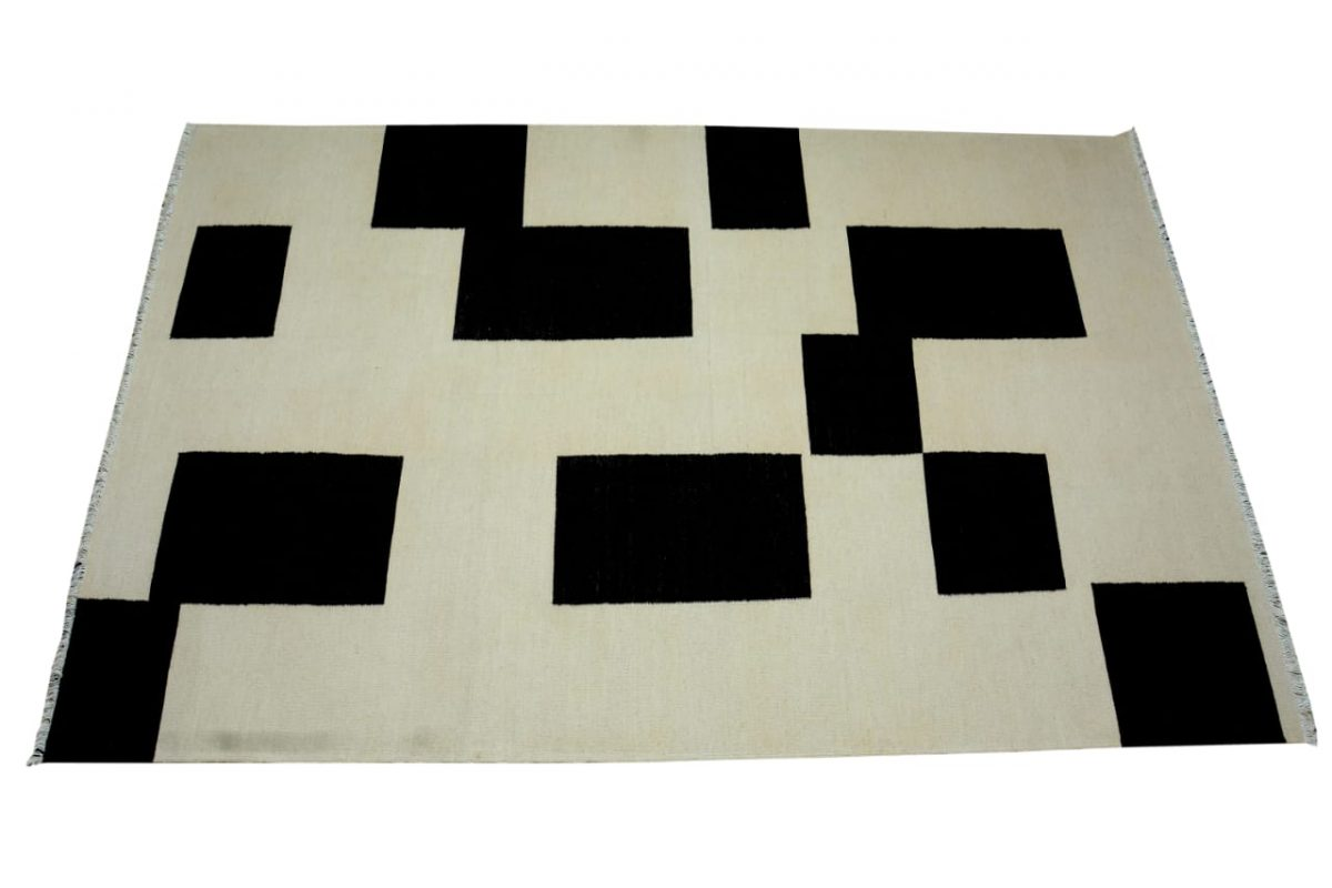 black-and-white-rug