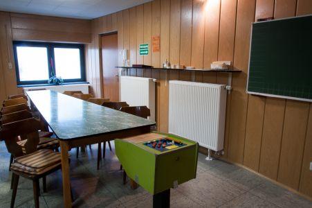 Koenigslinde-Kegelbahn-Tisch