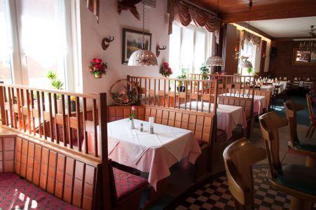 Koenigslinde-Restaurant-Esstische