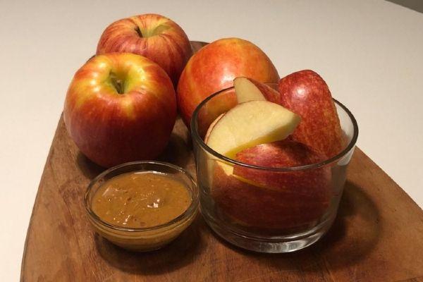 Äpple med jordnötsdipp - Proaktify