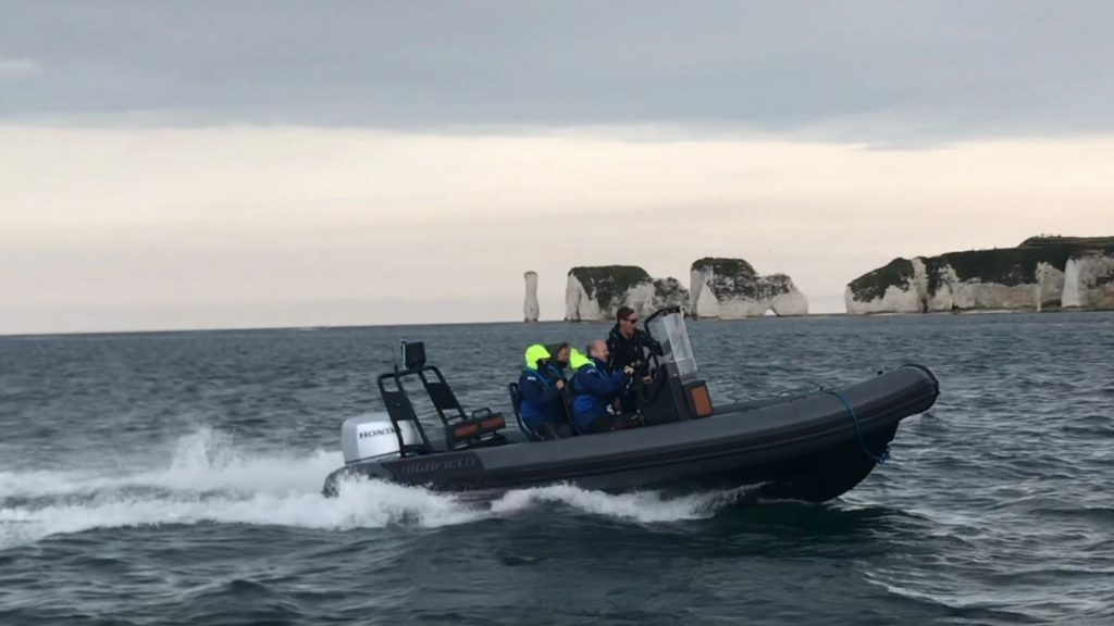Intermediate powerboat