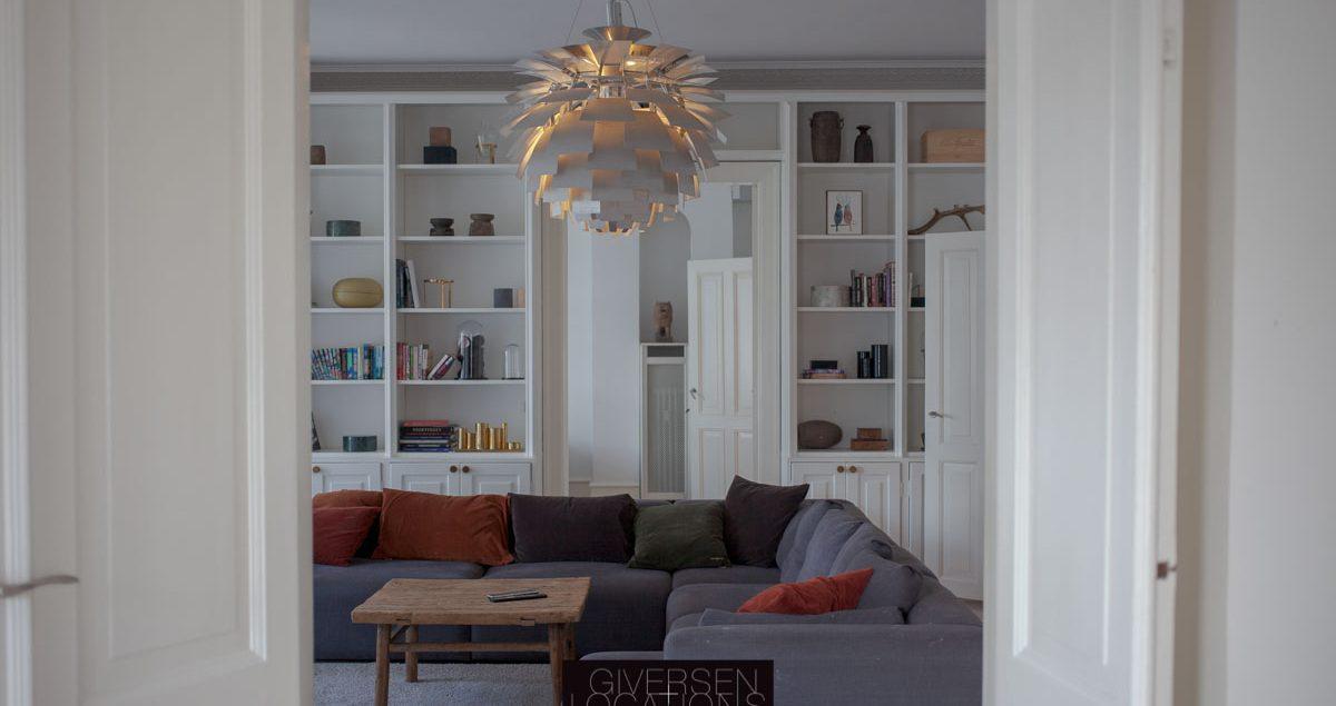 Koglen lampe i stuen på location
