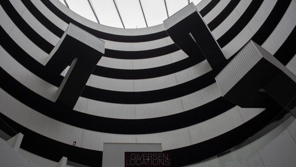 Grafisk moderne arkitektur i sort og hvid