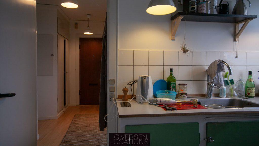 Retrokøkken med grønne låger i lejlighed
