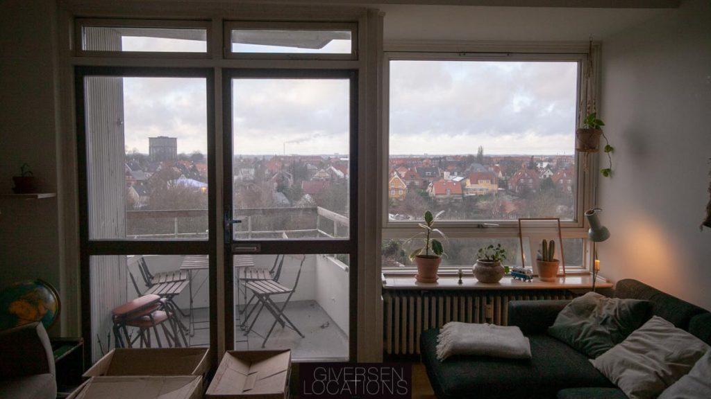 Kig til Brønshøj fra store vinduer i lejlighed