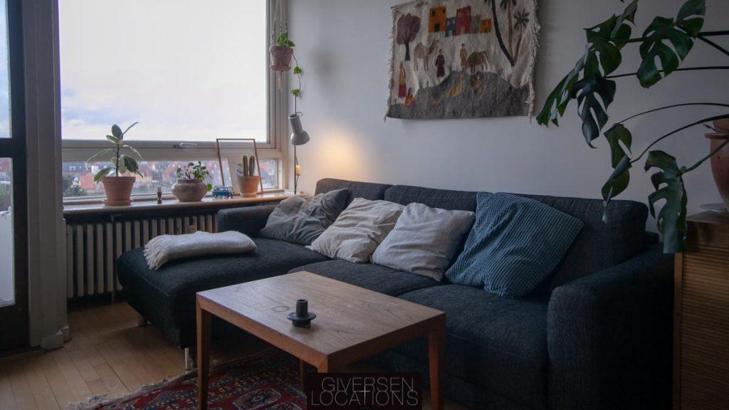Blå sofa i lejlighed