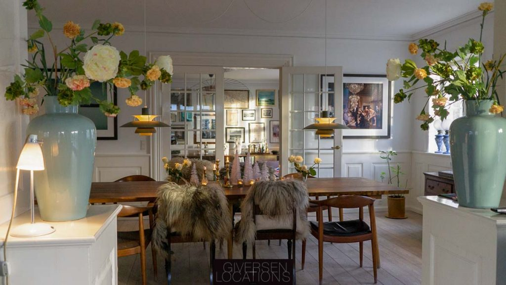 Kig fra spisestue til stue
