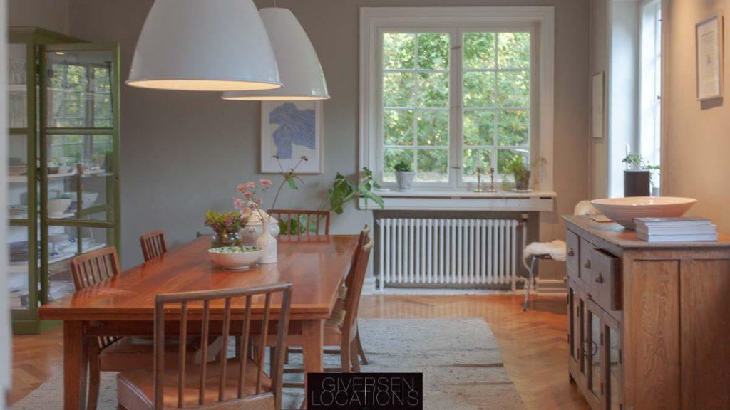 stilren og klassisk indrettet villa
