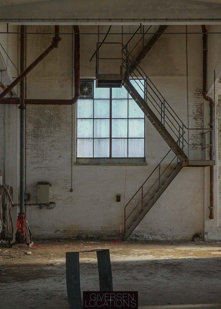 Trappe snor sig op på gammel fabrik