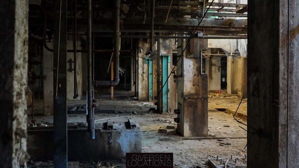 Dyster og slidt gammel fabrik