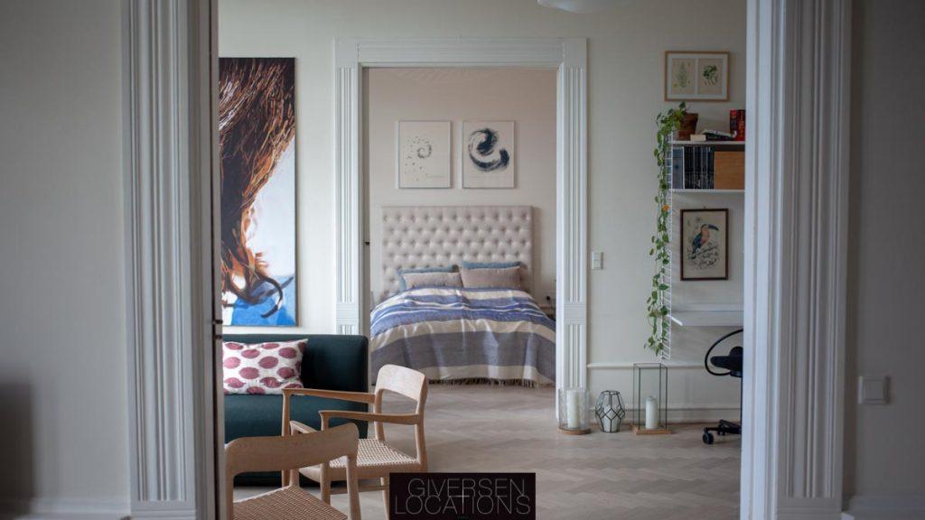 Stuer en suite med kig til soveværelset