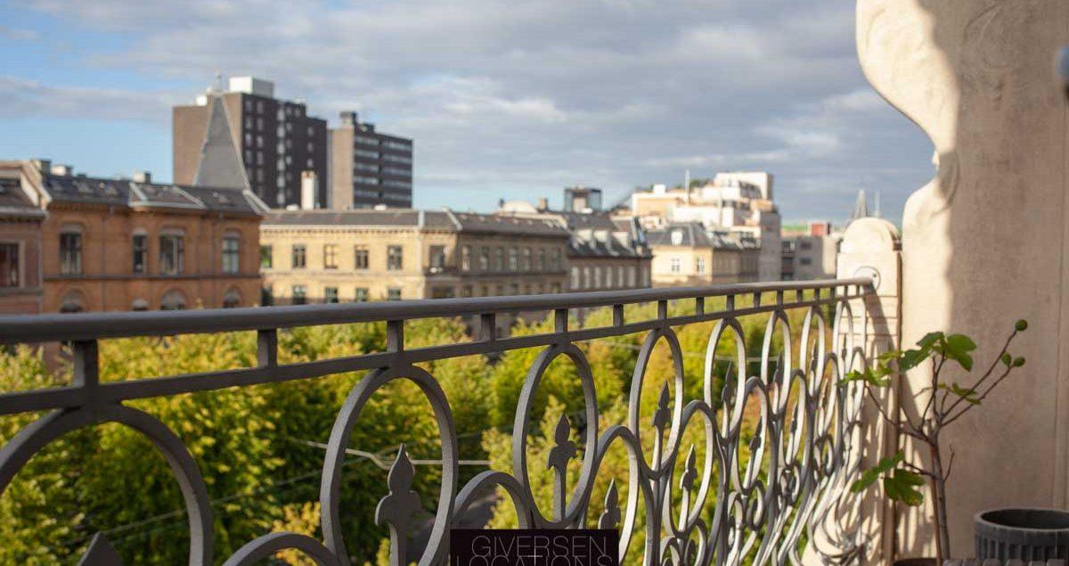 pariserstemning på altan med kig over Frederiksberg