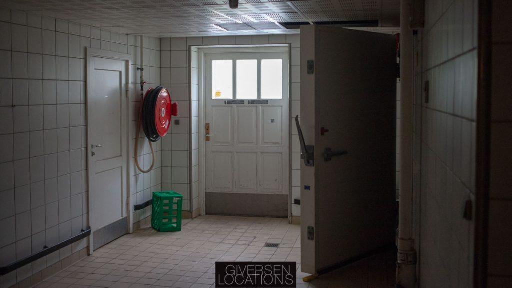 Kig til fryserum på et gammelt hospital