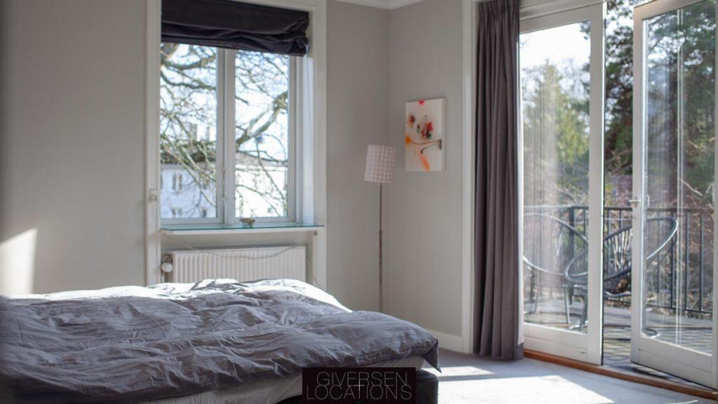 Location med lyst soveværelse