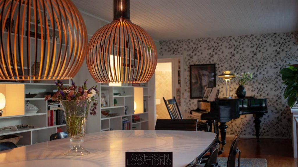 Moderne lamper Location med dejlig stue i parcelhus