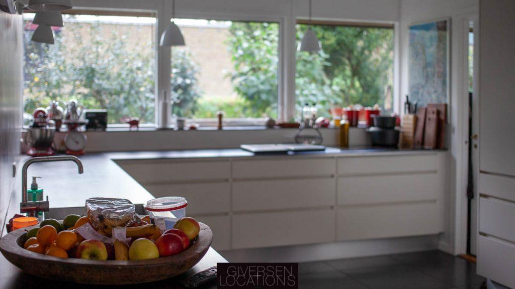 Location med dejligt køkken i parcelhus