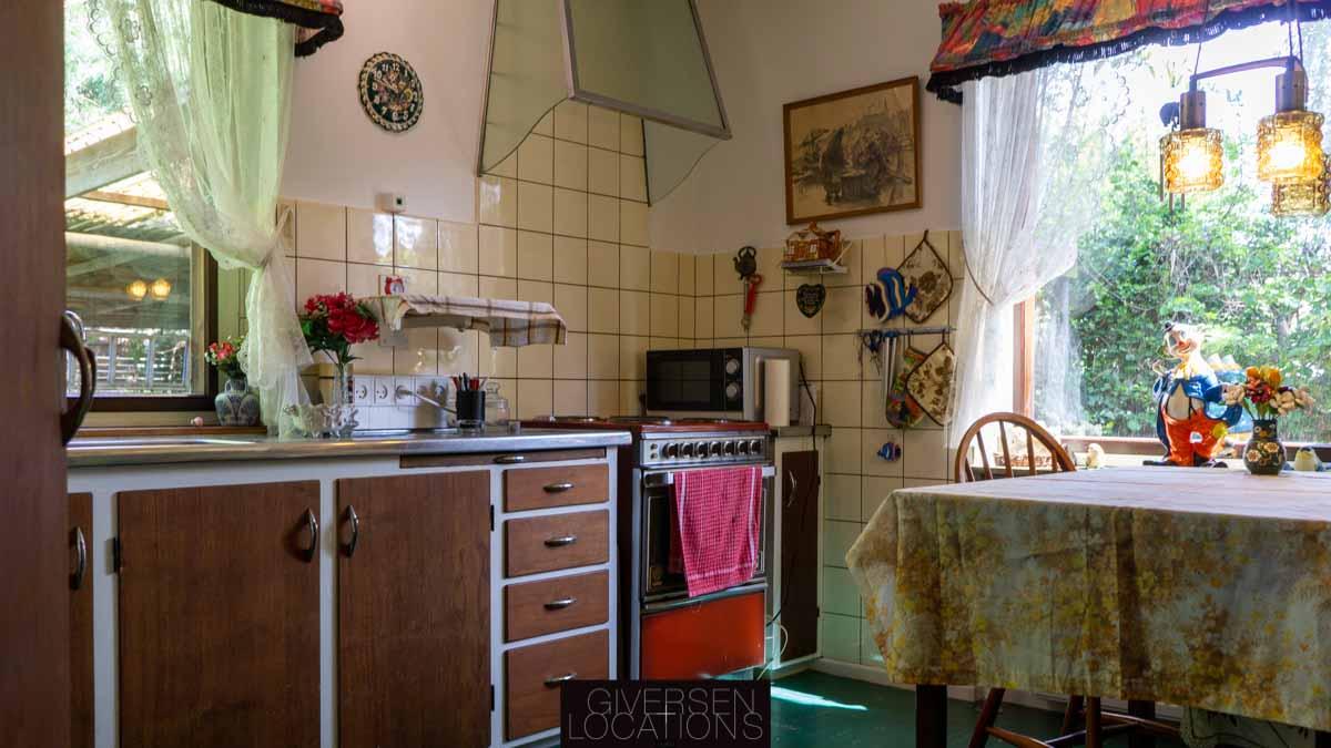 Location erkiv retro køkken med teaktræ