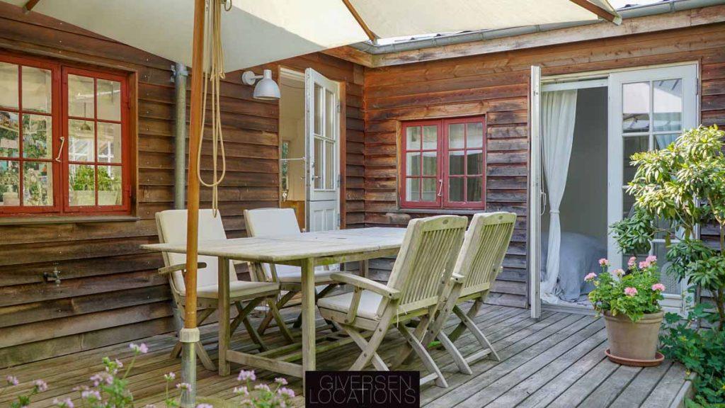 Dejlig terrasse og træsommerhus