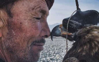 "Siyuan Niu, ""The Man with the Eagle"", vincitore degli iPhone Photography Awards"