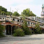 vista di consonno e del minareto