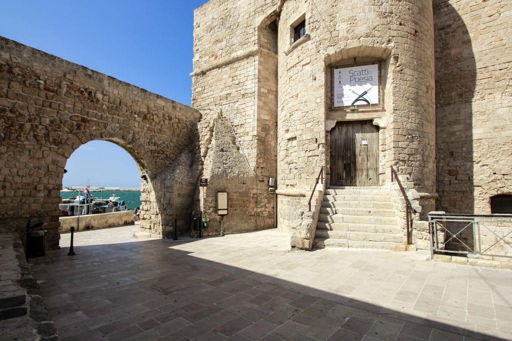 Accesso Principale al Castello e passaggio verso il Porto