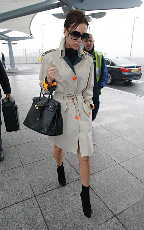 01-21-10 London, UK Singer Victoria Beckham looks chic as she arrives at Heathrow Airport in London. NON-EXCLUSIVE PIX by Flynet ©2010 818-307-4813 Nicolas