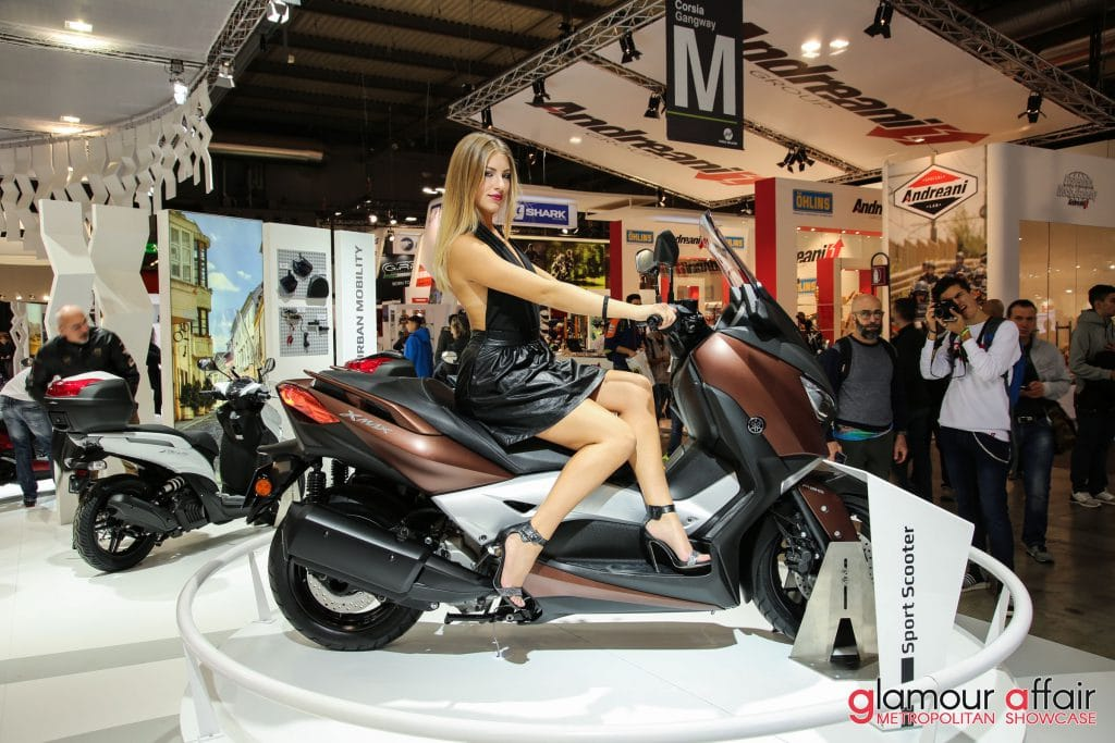 Eicma 2016, Milano Rho Fiera; Stand Yamaha; Eicma girl