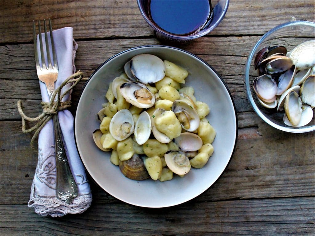 Gnocchi di patate ceci e vongole