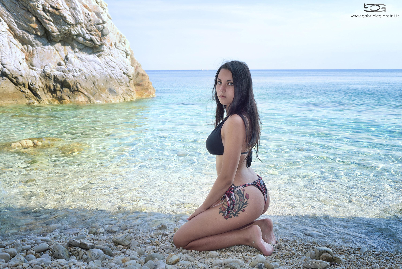 Categorie: Fashion, Landscape & Nature, Portrait; Ph. GABRIELE GIARDINI; Model: MAILA; Location: Spiaggia di Sansone, Portoferraio, LI