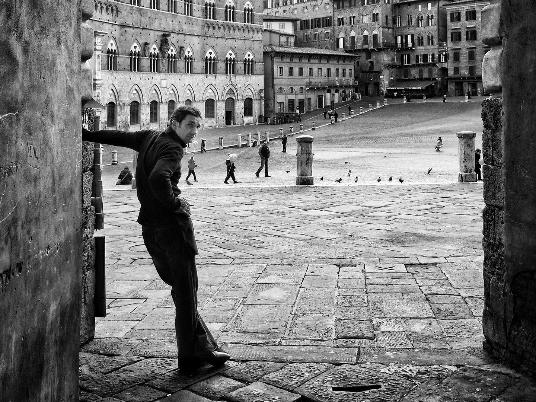 Categorie: Portrait, Street; Photographer: FRANCO GRONCHI; Location: Piazza del Campo, Siena, SI, Italia