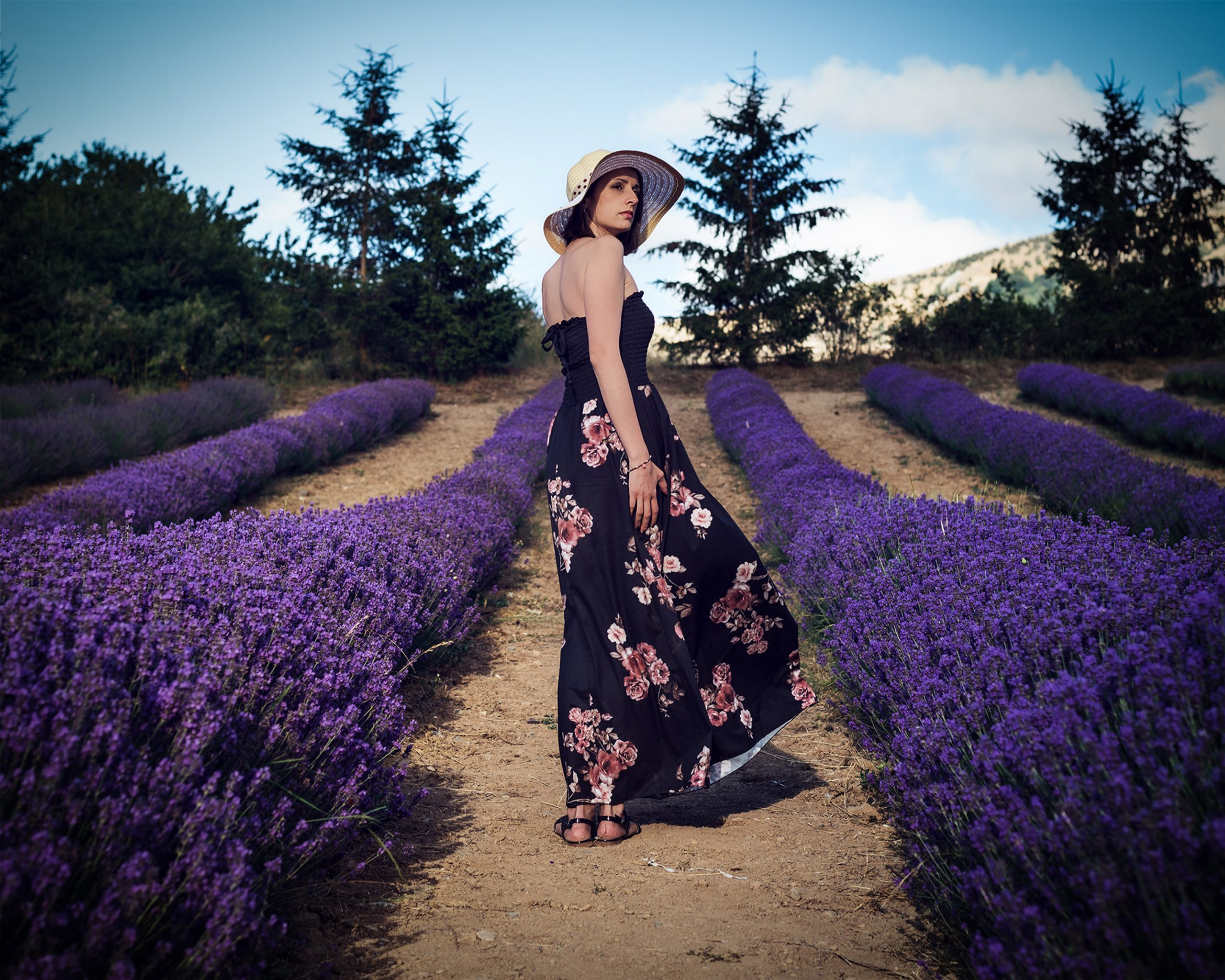 Categorie: Glamour, Landscape & Nature, Portrait; Photographer: FRANCESCO SCALZO; Model: VALERIA ROSSELLI; Location: Parco della lavanda, Contrada Barbalonga, Morano Calabro, CS, Italia