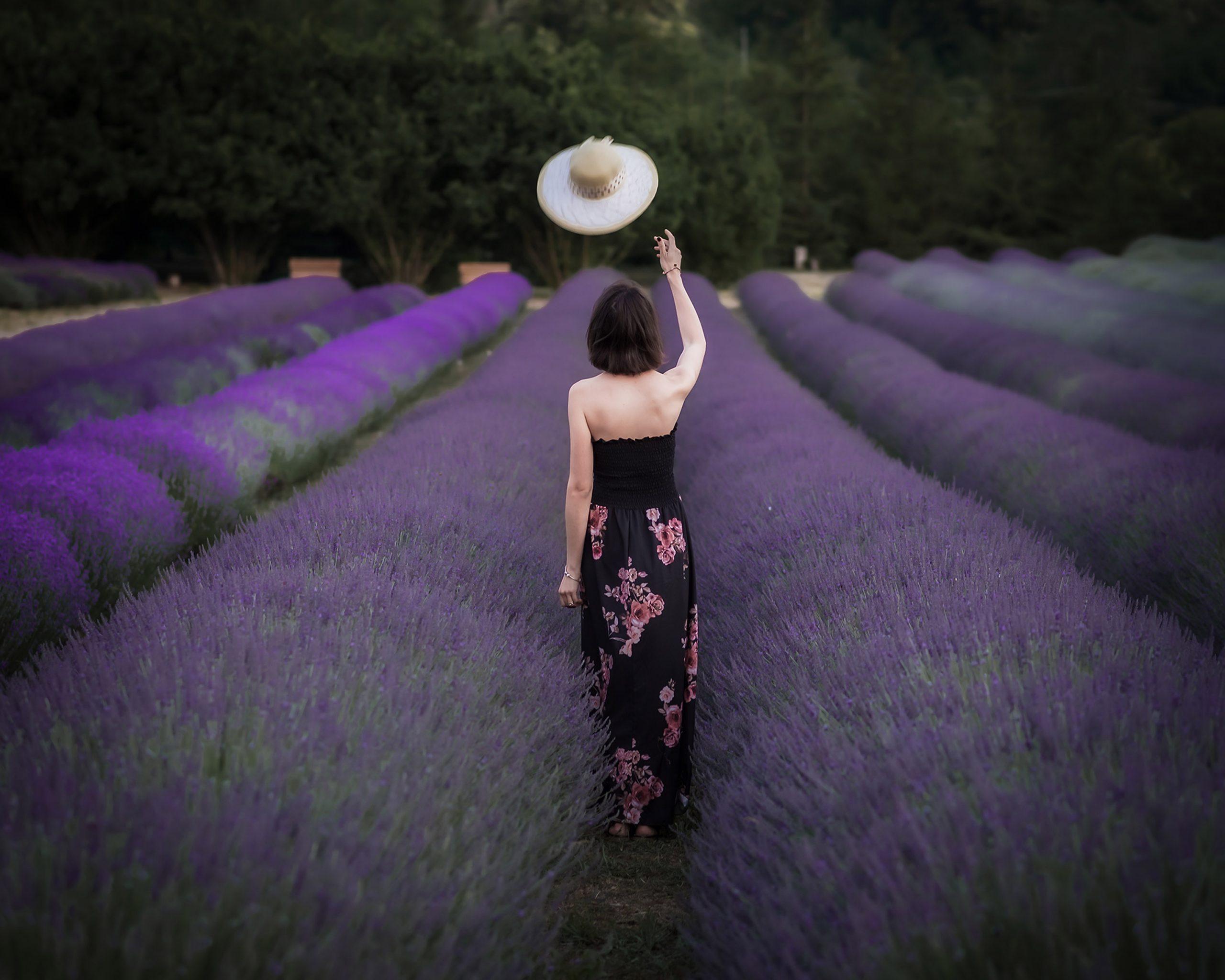 Categorie: Glamour, Landscape & Nature, Portrait; Photographer: FRANCESCO SCALZO; Model: VALERIA ROSSELLI; Location: Parco della lavanda, Contrada Barbalonga, Morano Calabro, CS, Italia