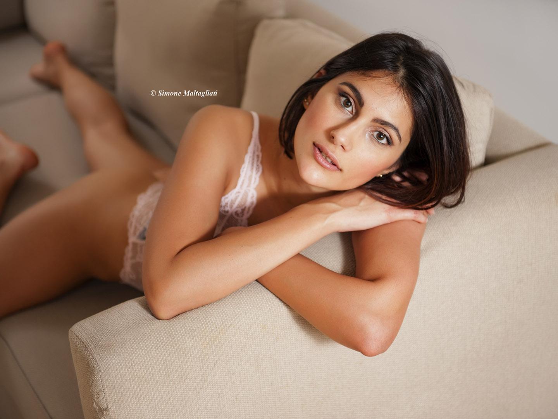 Categorie: Boudoir & Nude, Glamour, Portrait; Photographer: SIMONE MALTAGLIATI; Model: MICONI VALENTINA; Location: Lido di Ostia, RM, Italia