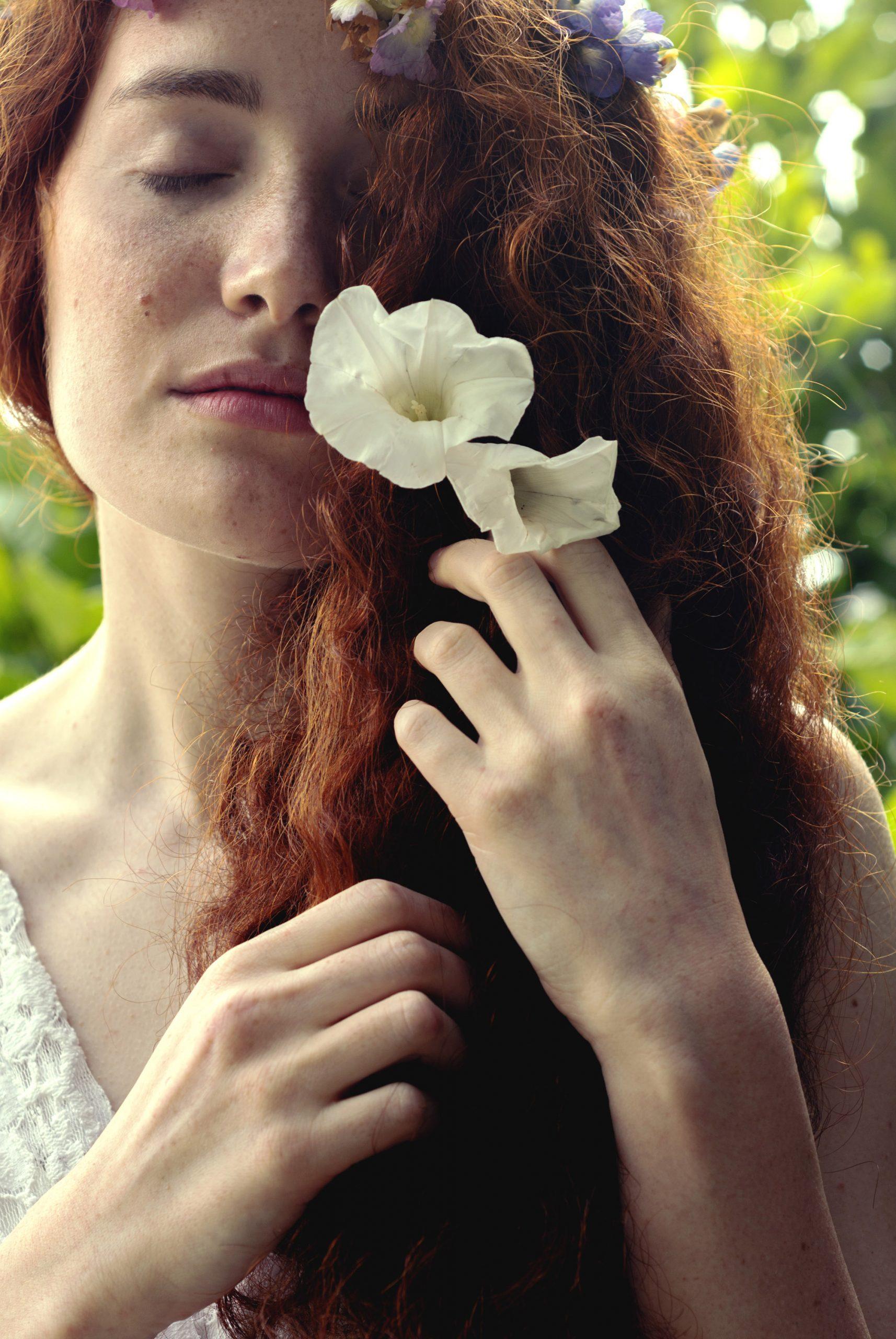 Categorie: Fashion, Glamour, Portrait; Photographer: LAURA AURIZZI; Model: ELENA EMILIANI; Mua: VALENTINA BRUCIAMETE; Location: Castel Gandolfo, RM, Italia