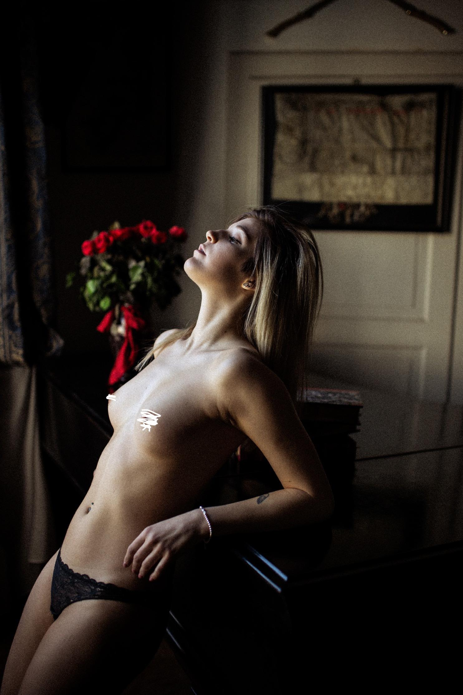 Categorie: Boudoir & Artistic Nude, Glamour, Fashion, Portrait - Model: GAIA TORRESIN- Ph. vari - Location: Parma e altre