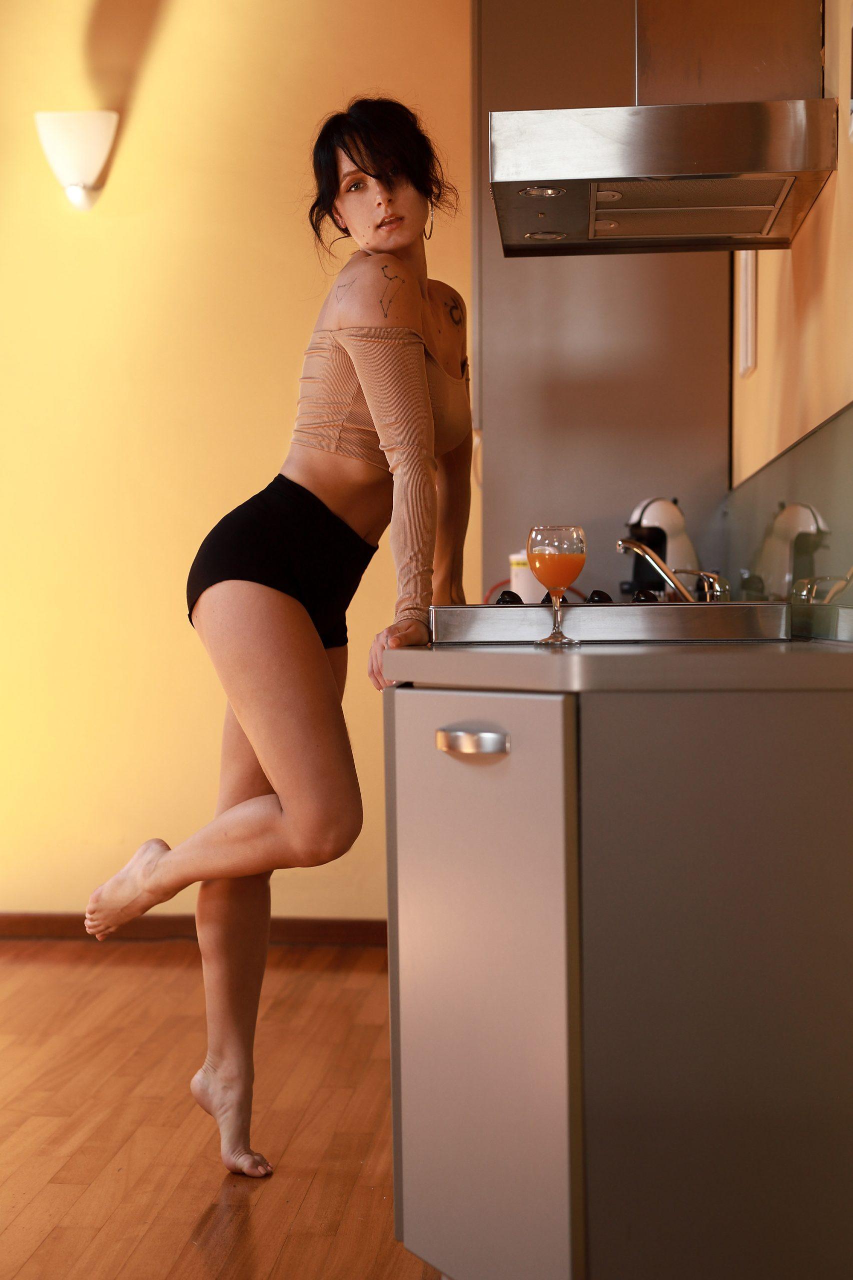 Categorie: Boudoir & Nude, Glamour, Portrait; Photographer: LUCA BARTOLI (ElleBierre photographer); Model: ADRIANA MITITELU; Location: Ferrara, FE, Italia