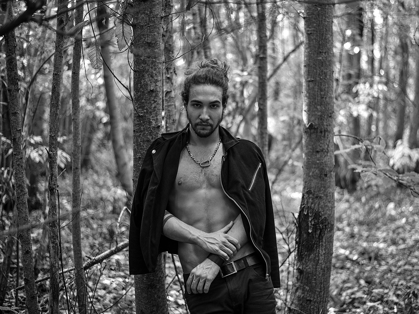 Categorie: Fashion, Portrait - Photographer: IRENE FITTIPALDI - Model: EMANUELE SALUSTRI - Location: Lago di Nemi, Città Metropolitana di Roma, Italia