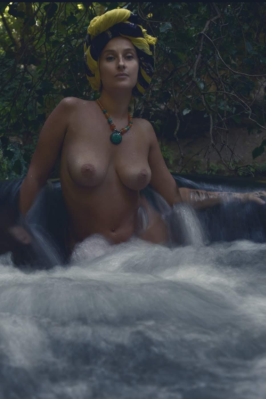Categorie: Boudoir & Artistic Nude, Glamour, Portrait - Photographer: LUCA CORSETTI - Model: CLAUDIA TOLLIS - Assistant: SONIA DE ANGELIS - Location: Cascate di Monte Gelato, Mazzano Romano, RM, Italia