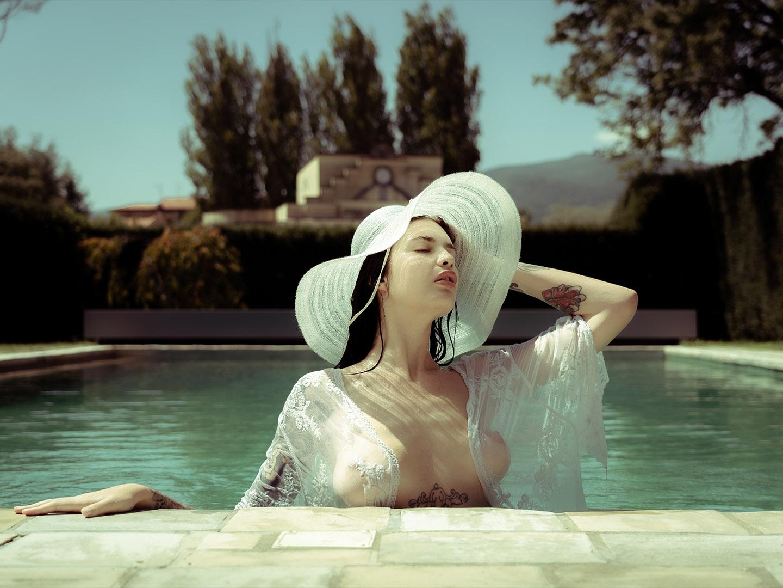 Categorie: Boudoir & Nude, Glamour, Portrait - Photographer: ADAMO DE ROSA - Models: BOBONCO, CARLOTTA ADACHER, MIRIAM BELLUCCI, MISS MARIKA - Workshop di CARMILLA RED - Location: Firenze, FI, Italia