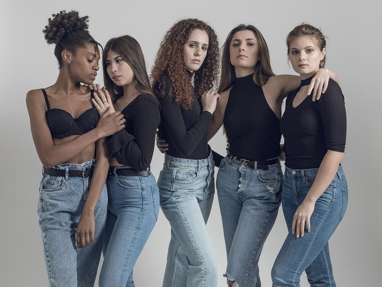 Categorie: Fashion, Glamour, Portrait - Photographer: GABRIELE CANDILORO - Models: SALI, BIANCHINI GIORGIA, BIANCA MUNTEANU, FAUSTYNA, FRANCESCA BISSOLOTTI - Mua: ILARY CASSARINO - Brand maglie rosse PIACENZA CALCIO - Location: Bazzini17 | StudioFotografico, Via Antonio Bazzini, Milano, MI, Italia