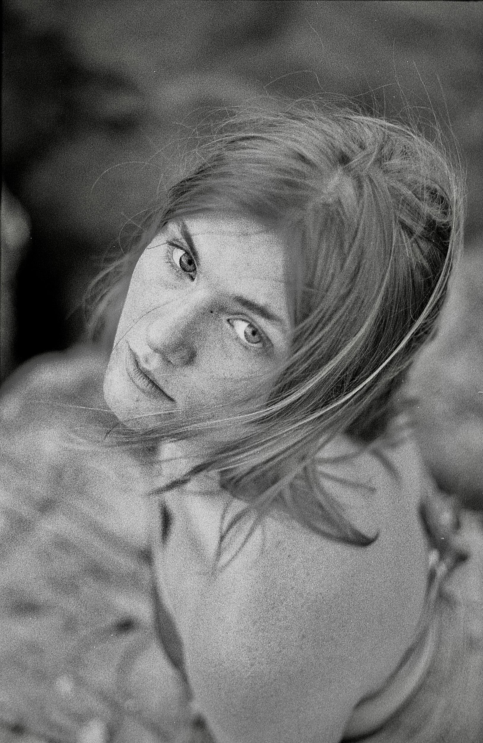 Categorie: Portrait, Glamour - Ph: LAURA SELVATICI - Model: EMMA APRILE, ROBERTA TASCA- Location: Skopelos, Grecia