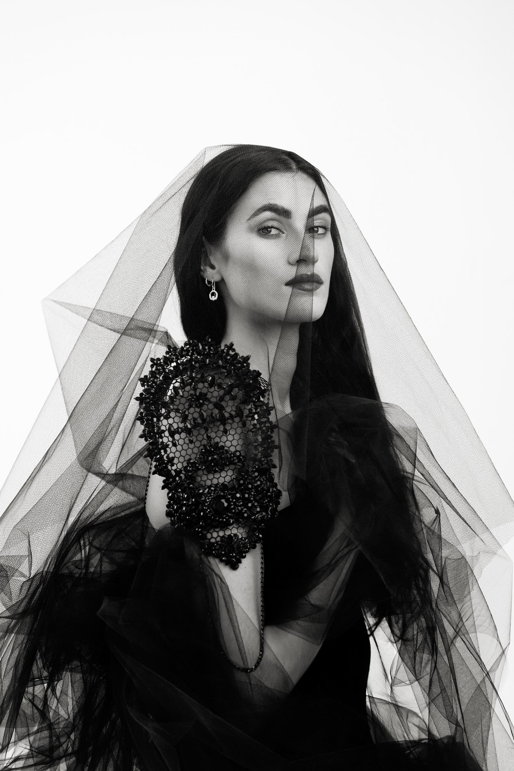 Categorie: Glamour, Portrait - Ph: ARLEN KESHISHIAN - Model: EMILY GRACE - Location: California, Stati Uniti