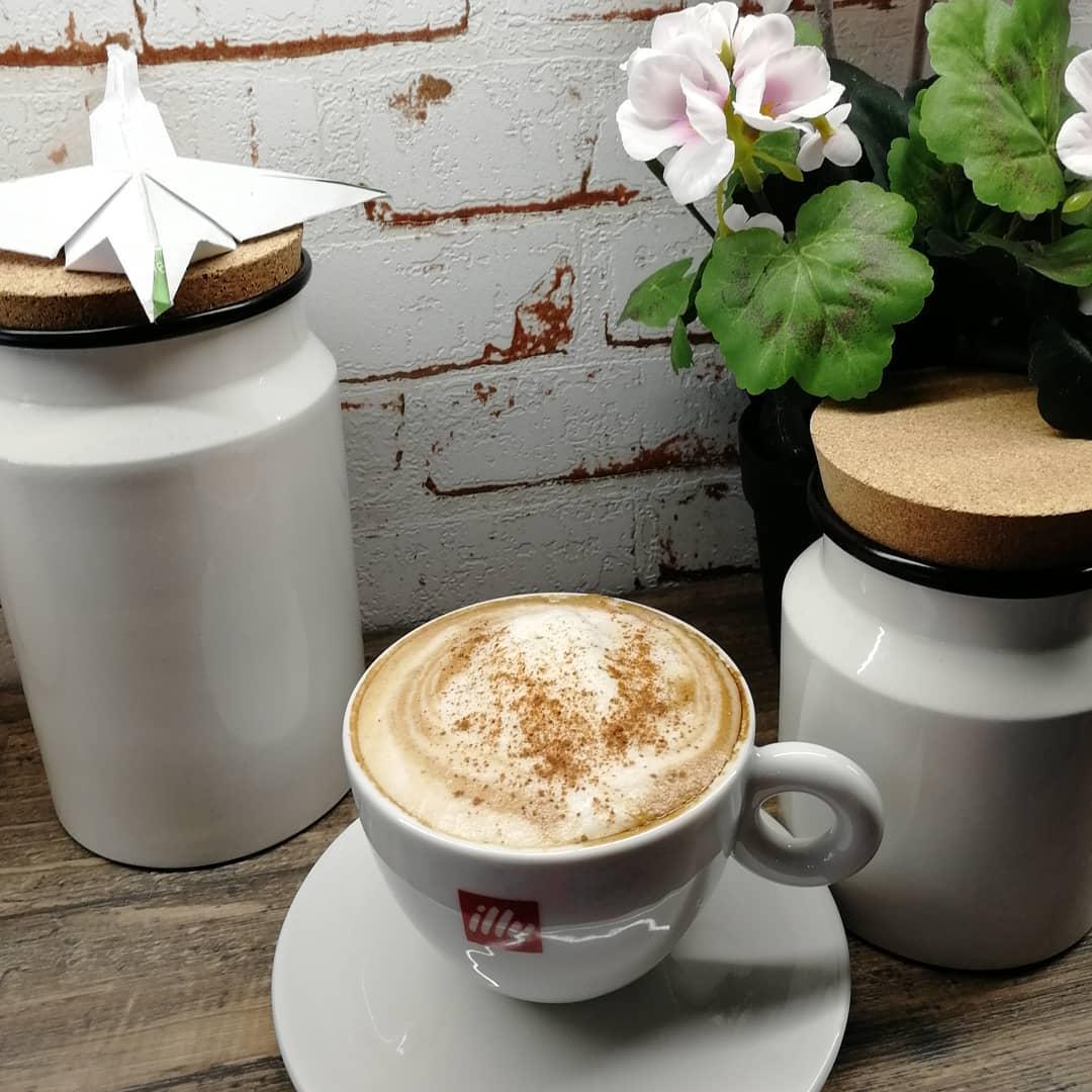 Meny, cappuccino