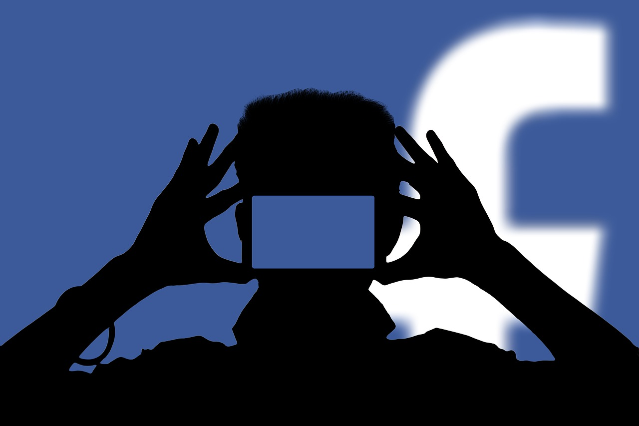 «Facebook y Google fábricas de hacer dinero».