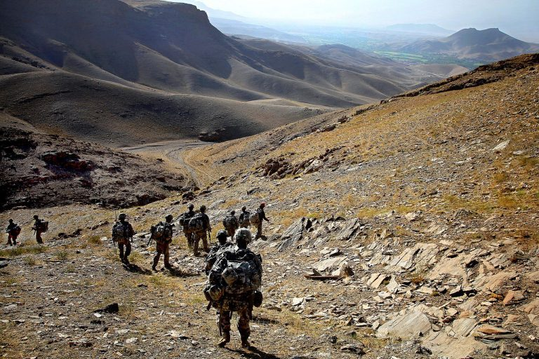 Kriga i Afghanistan och Irak, men inga brigader i Sverige