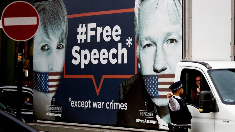 Tortyren av visselblåsarna Julian Assange i Storbritannien och Chelsea Manning.