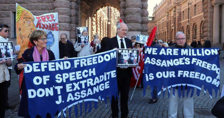Staty rest i Berlin över demokratiska visselblåsarna Edward Snowden, Julian Assange och Chelsea Manning! Vad tycker Assanges pappa?